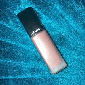 Chanel rouge Allure rosy brown